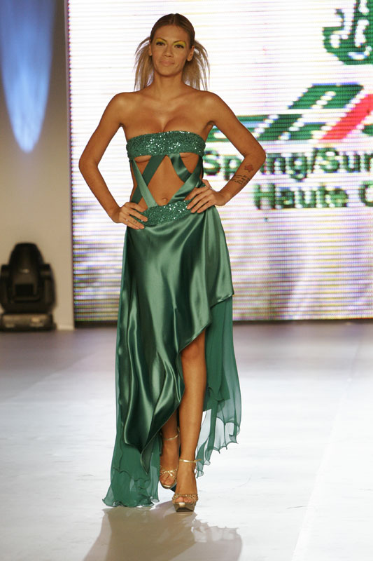 13cf3063f5bd Βραδινά φορέματα Nikos Takis